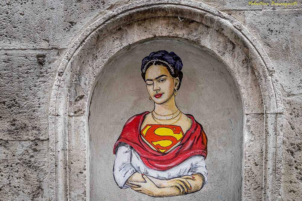 «Супер женщина» Lediesis. Street Art Флоренция