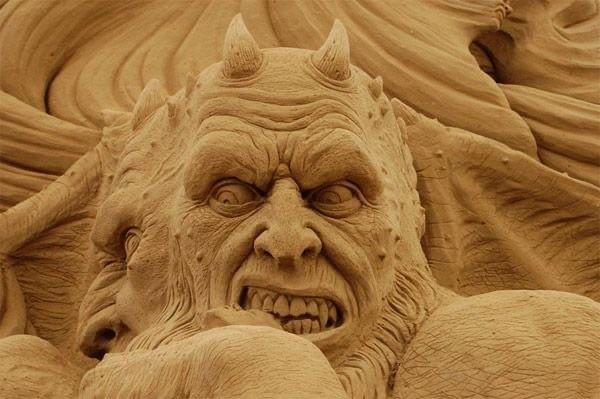 Дьявол. Фестиваль Песочных Скульптур в Венеции 2011 года