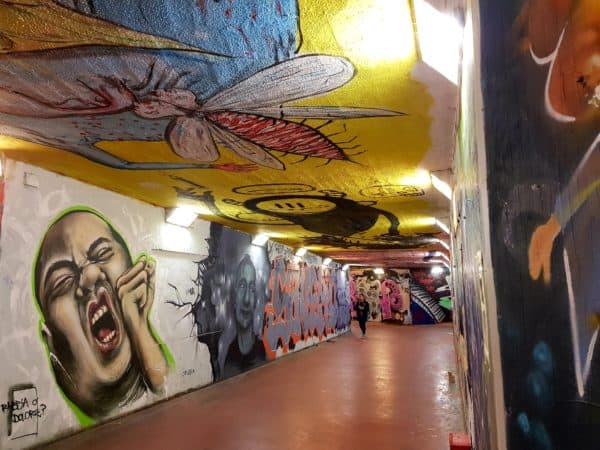 Подземный переход на окраине Флоренции удобное место для творчества