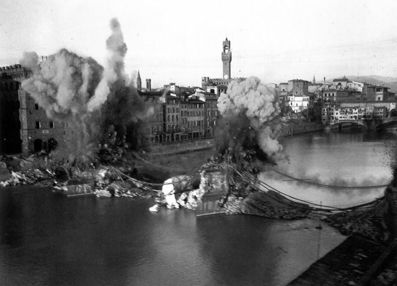 Отступая из Флоренции в 1944 году, немцы взорвали все мосты, кроме Старого